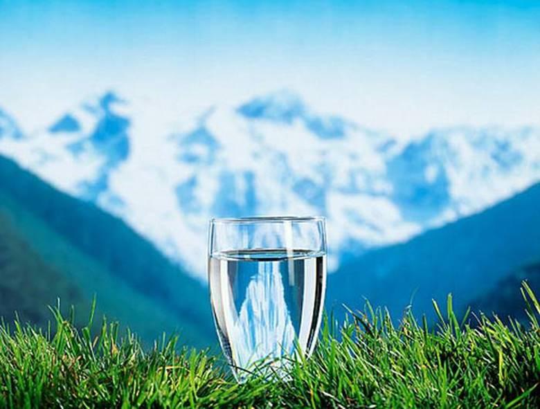 Стакан воды и горы