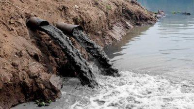 Сброс грязной воды в водоём