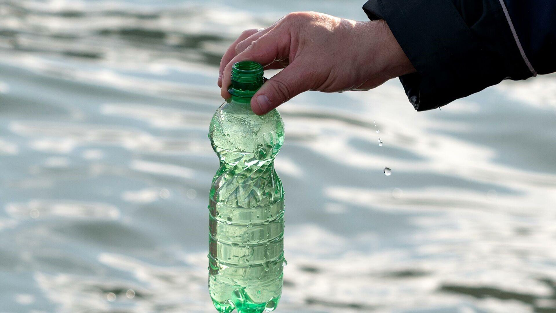 Емкость с пробой воды из реки